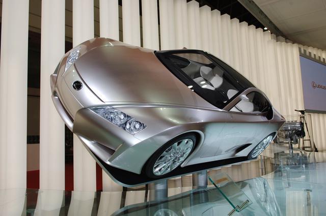 画像: 平成17年のデトロイトショーで初めてコンセプトカー「LF-A」を公開。同年の東京モーターショーにも出品されたが、この段階ではまだ正式な市販計画はなかった。