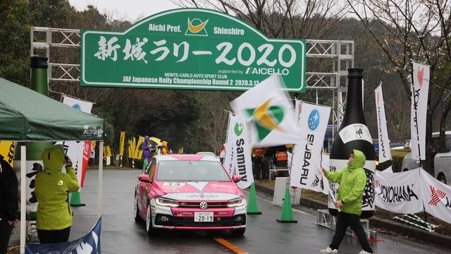 画像: DAY1はあいにくの雨のスタート。この後、コース上で大きなアクシデントが待ち構えていた。