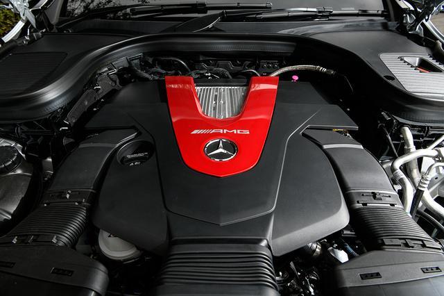 画像: 登場から5年の年月を数える「43」V6エンジン。最高出力390ps/最大トルク520Nm。