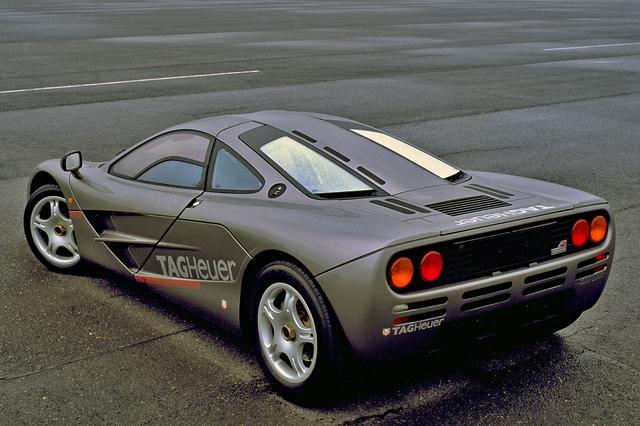 画像: F1デザイナーの作品だけに空力が重視され、リアエンドには速度感応型リフトアップスポイラーを装着する。