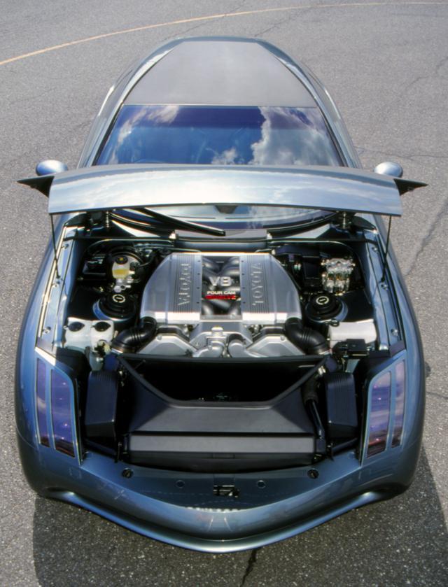 画像: 4.5Lの5バルブDOHCにはアルミ製シリンダーブロックやマグネシウム製オイルパンが採用されていた(トヨタ4500GT)。