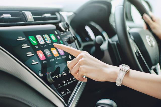 画像: 2019年9月の一部改良でディスプレイオーディオを標準装備したトヨタ カムリ。