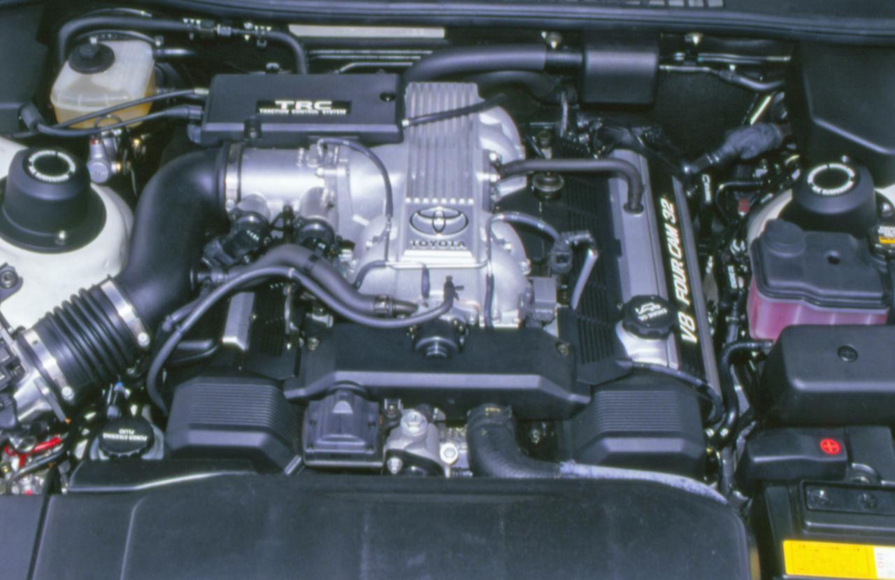 画像: 新開発された4LのV8エンジン。その静粛性は「遠くでエンジンが回っているよう」とたとえられた。