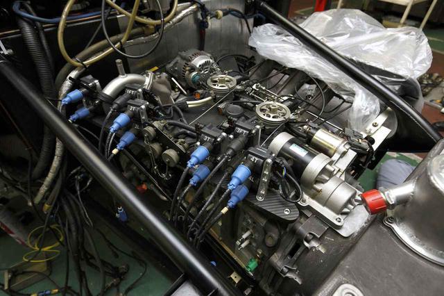 画像: ル・マンを制したロータリーエンジンはR26B型。4ローター(654cc×4)から700ps/9000rpmを発生。ライバルのトラブルを後目に24時間をトップで走り切った。