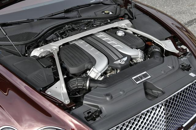 画像: 6L W12ツインターボエンジンは、英国クルーで設計、開発、ハンドビルドされる。最高出力635ps、最大トルク900Nm。