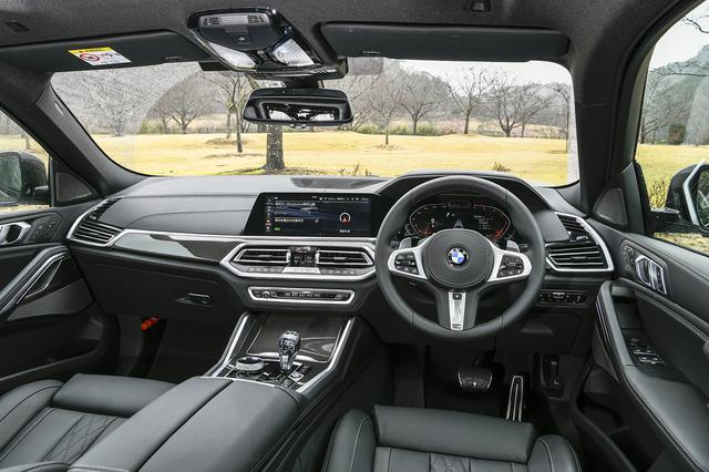 画像: ハンズオフアシストといった最新のADASも装備されている。ATセレクターも8シリーズから採用された高級感あるクリスタル製。さらに12.3インチメーターと10.25インチのディスプレイは最新BMW流。