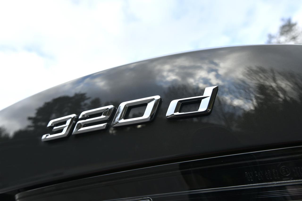 画像: 320dツーリングは4WDシステムを搭載したxDriveということもあり、最小回転半径は5.7m(M340iは6m)。ちなみにFRは5.3~5.4m。