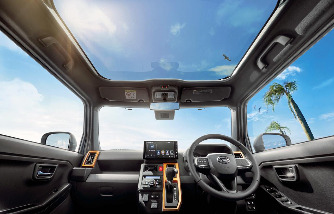 画像: 運転視界を景色に変える大きなガラスルーフの「スカイフィールトップ」を全グレードに標準装備。