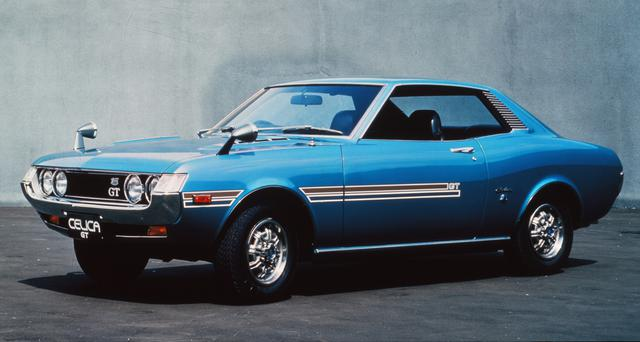 画像: 1970年12月に発売された初代セリカ1600GT。スペシャリティカーというジャンルを日本で確立したクルマとして知られるが、その付加価値を大いに高めたのが2T-G型DOHCエンジンだった。