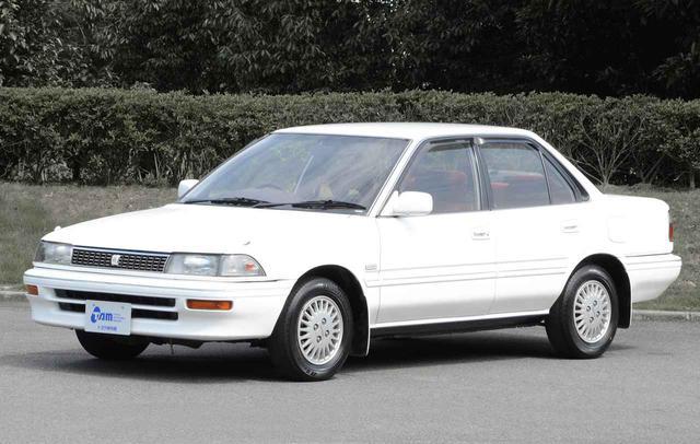 画像: まさに日本が空前のバルブ景気に踊るころに登場した6代目カローラ。年収の3分の1+αくらいで購入できたが。大衆車「カローラ」に乗るのが見栄の面から気恥ずかしく思えた時代でもある。