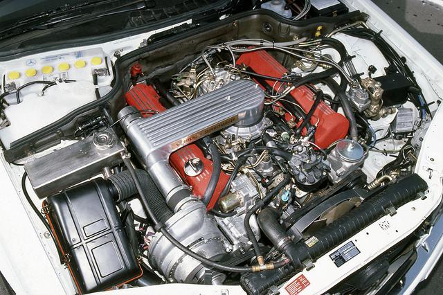 画像: スーパーチャージャーを装着した5LのV8エンジンは、340psと50kgm以上を発生するという。