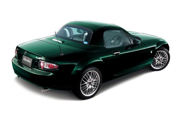 画像: 同特別仕様車では、新たに標準モデル用に採用された濃緑系の「ハイランドグリーンマイカ」の選択も可能となっている。