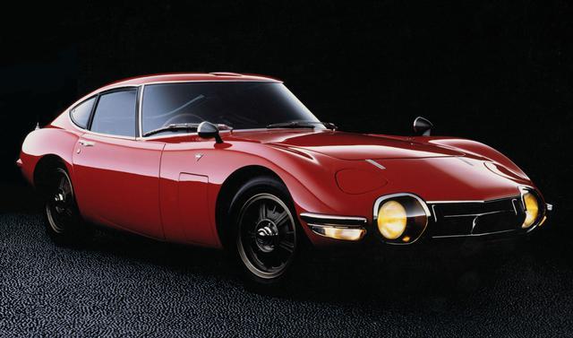 画像: 1965年に開催された東京モーターショーで初公開されてから約1年半後の1967年5月、ついにトヨタ2000GTの市販が開始された。