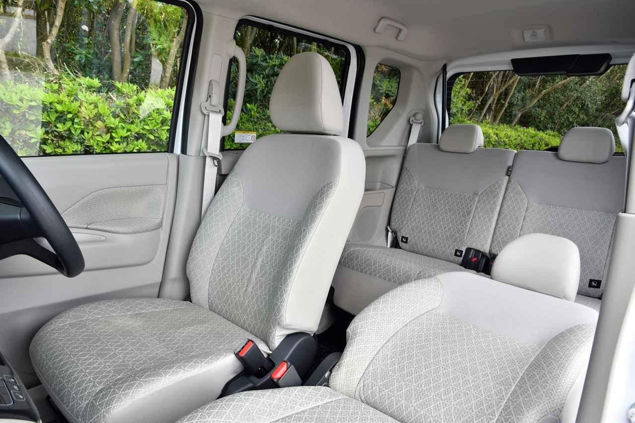 画像: フロントのセパレートシートはオプション。室内は前後席ともフット&ヘッドスペースは十分広い。