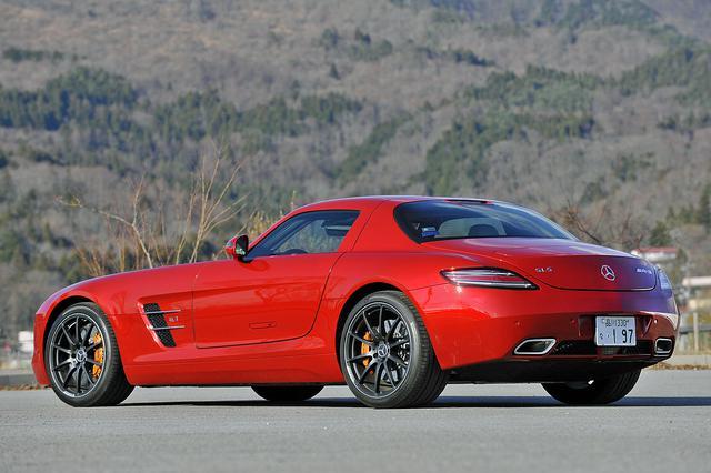 画像: ロングノーズ/ショートデッキのネオクラシカルなスタイル。リアエンドには車速感応式のスポイラーも備わる。