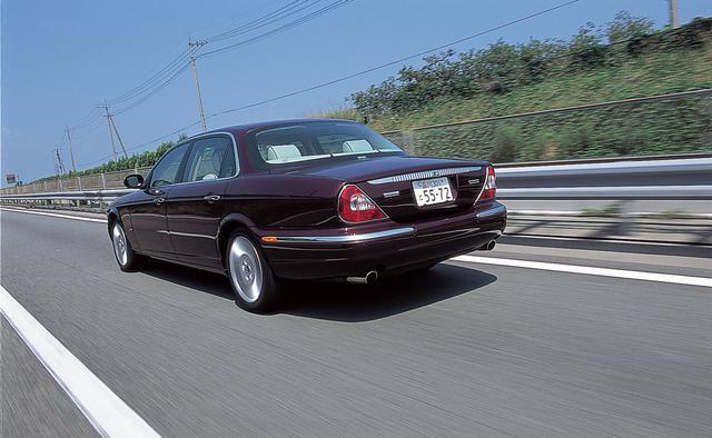 画像: ベースとなったジャガーXJもその豪華さと気品で人気だったモデル。ただ、デイムラーにに「別格」というべき雰囲気があった。