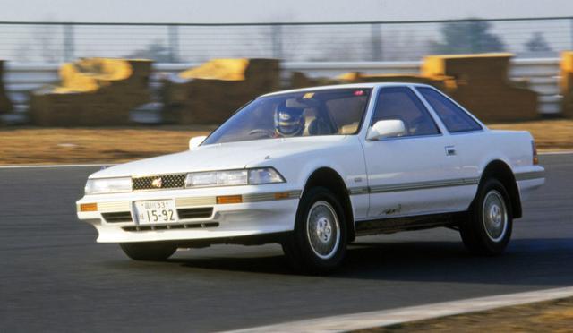 画像: 速さ、美しさ、ステイタス性、すべてを兼ね備えた最高級パーソナルクーペとして登場した2代目ソアラ3000GT。ATながら、当時最速を誇っていたフェアレディZ300ZXをブチ抜き、国産車最高速(238.41km/h)をマークした。