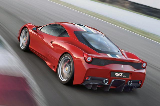 画像: こちらは458スペチアーレ。458イタリア比で最高出力は+35ps、0→100km/hは-0.4秒の3.0秒。価格は3290万円だった。