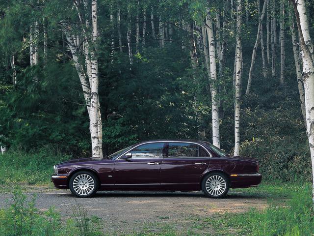 画像: 2005年夏に登場した「新生」デイムラー スーパーエイト。イギリスの王室御用達ブランドらしい気品に満ちている。