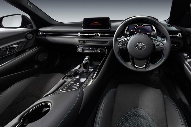 画像: 特別仕様車ホライズンブルーエディションのコクピット。ブルーがさりげなく配色されたインテリアとなっている。