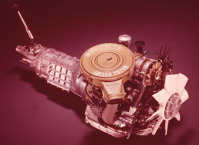 画像: ロータリー最大の排気量(654cc×2)による、余裕のある走りを目指して開発された13B。デビュー時のスペックは最高出力135ps/6500rpm、最大トルク18.3kgm/4000rpm。