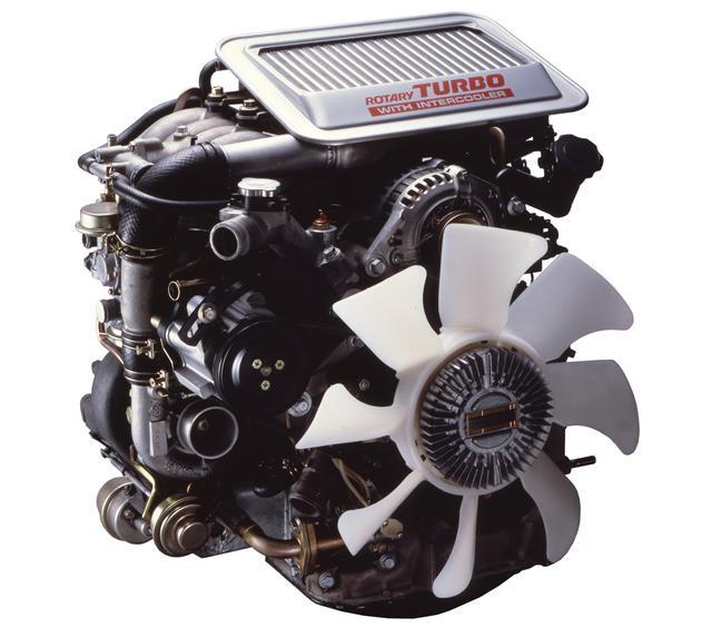 画像: エンジンの真上にインタークーラーを配置。吸気管長を短くしてレスポンスを高めている。