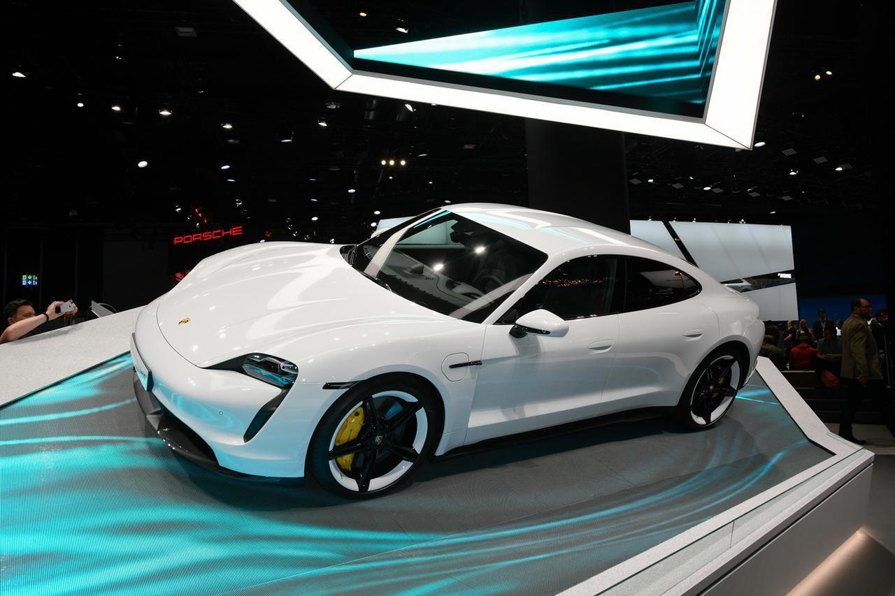画像: 2速トランスミッションを搭載する電気自動車、ポルシェ タイカン。日本での正式デビューは2020年夏を予定していると言われている。