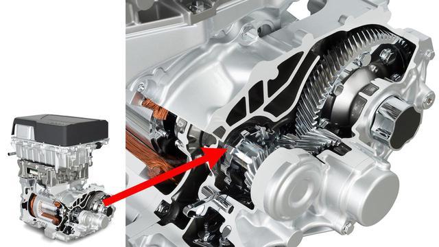 画像: 最新のEV、2代目 日産リーフのモーターには1セットのリダクションギア(写真右側)が組み合わされている。