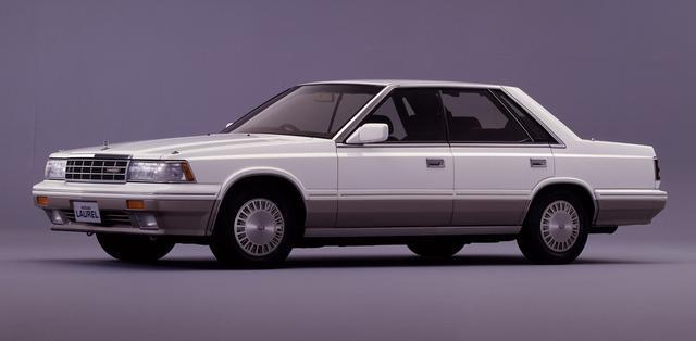 """画像: 1986年10月のマイナーチェンジで""""ジェットターボ""""VG20E・T搭載車を設定したC32型ローレル(写真は4ドアハードトップV20ターボメダリスト)。"""