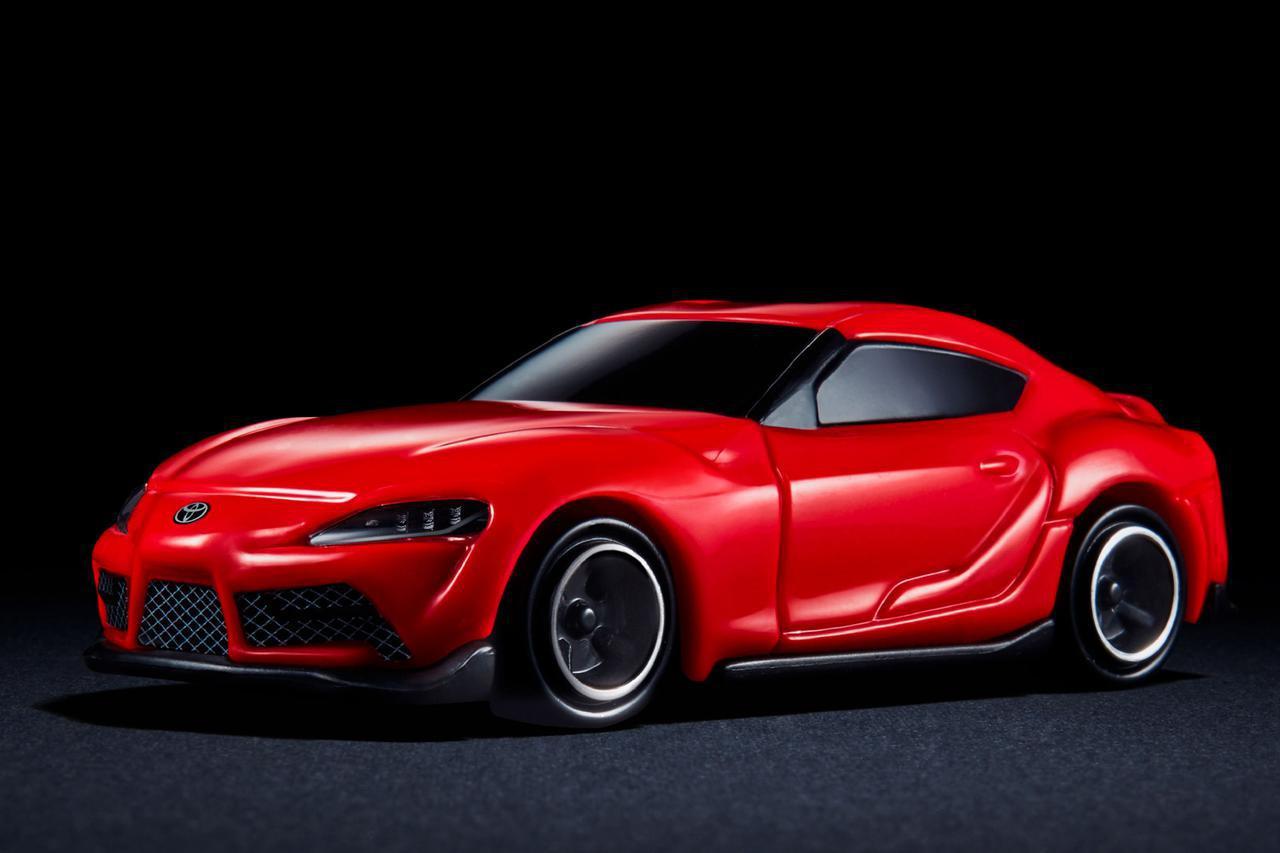 画像: マクドナルドで販売されているハッピーセットに期間限定付録として用意されている、トヨタ GRスープラのミニカー。タカラトミーによって製造される。