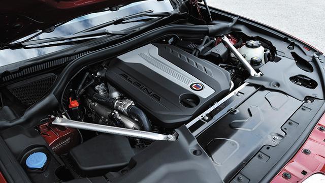 画像: 4基のターボチャージャーとコモンレール式ダイレクトインジェクションシステムを採用したクワッドターボエンジン。