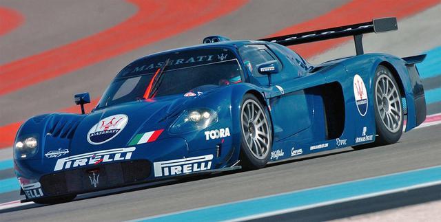 画像: 2004年にマセラティが37年ぶりにレースに復活したときの名車「MC12」。