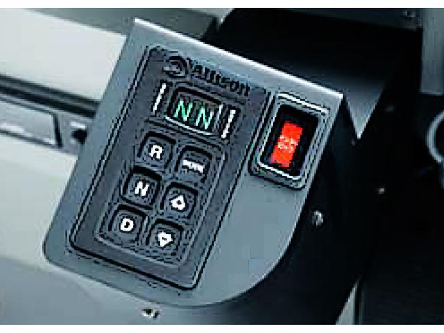 画像: 運転手の疲労軽減のため、AT化率は着々と進んでいる。国内路線バスの大半はセレクトレバーではなくアリソン製ボタン型。もしレバー型を見かけたら、AMT=自動変速マニュアル式かもしれない。
