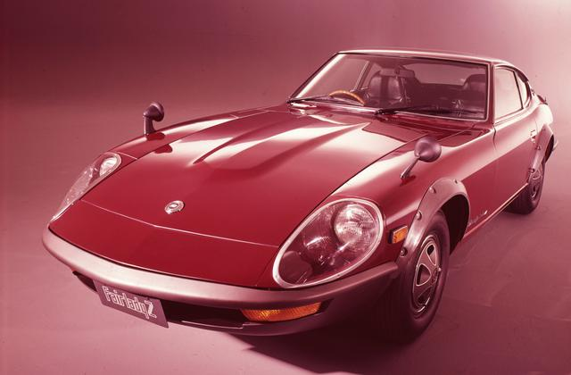 画像: 1971年に国内で発売されたフェアレディ240ZGは2.4LのL24型SUツイン仕様を搭載。