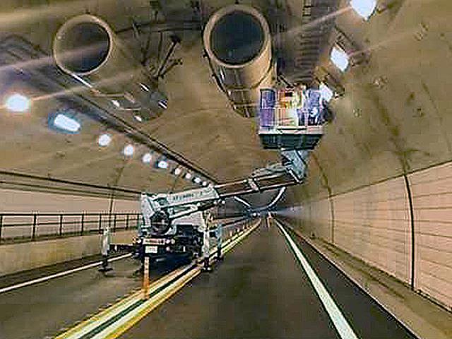 画像: トンネル設備点検状況のイメージ。