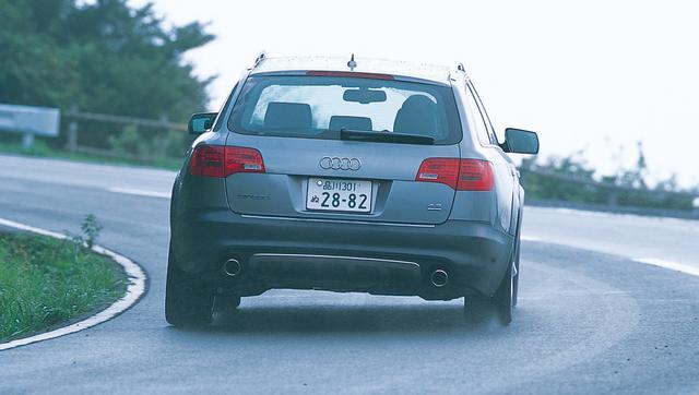 画像: 2006年に登場した、2代目オールロードクワトロとなる「A6オールロードクワトロ」。いかなる道も快適に走破することのできる性能は、このクルマに大きな余裕をもたらした。