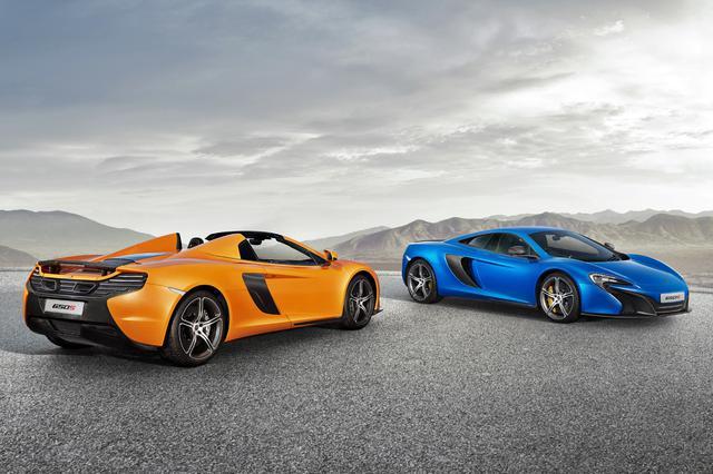 画像: 日本でもクーペとスパイダーは同時に発売。デビュー時の車両価格(税込)は、右のクーペが3160万円、左のスパイダーが3400万円であった。