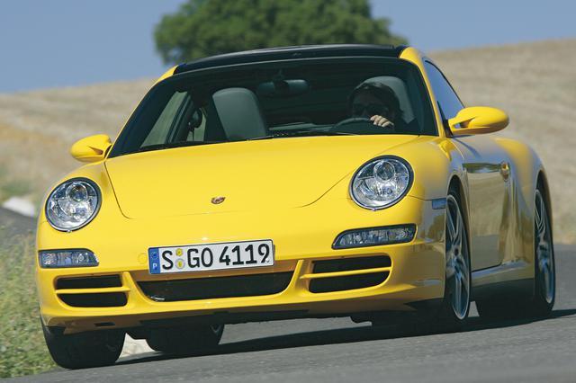 画像: 997型のポルシェ 911タルガは4輪駆動のみの設定。このモデルの狙いがうかがえる。