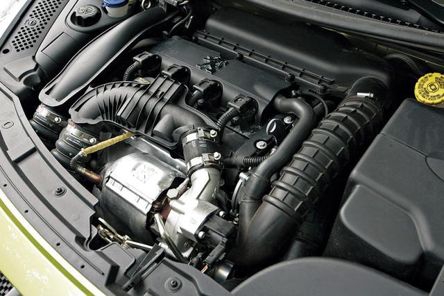 画像: 新開発の1.6Lハイプレッシャーターボエンジン。ツインスクロールターボの採用で、2L自然吸気エンジン並みのトルクフィールを実現。