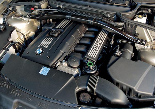 画像: ガソリンエンジンは、この3L直6の他、同じ直6の2.5L、直4の2Lの3種を用意する。
