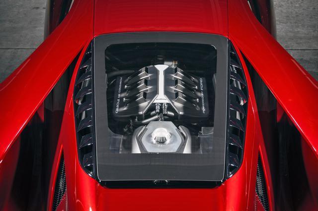 画像: 「POWERED BY FORD」とカバーに刻まれた3.5LのV6ツインターボ「エコブースト」エンジン。