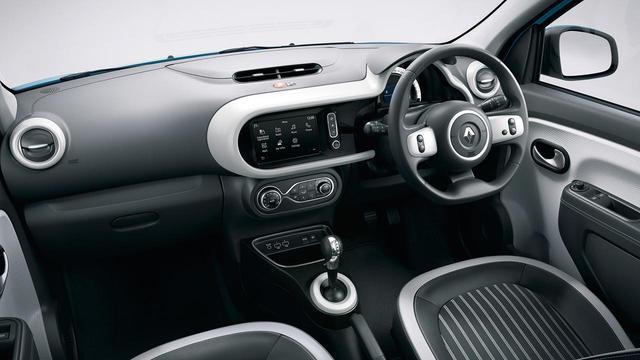 画像: 200台の限定車、ルノー トゥインゴ シエルのシートは、レザー調素材とファブリックを組み合わせたコンビシートを採用。
