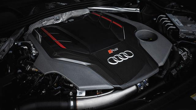 画像: 2.9L V6ツインターボエンジンはエフィシエントだが、さらに踏み込むと大パワーがさく裂していることが感じられる。