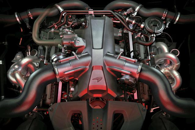 画像: 排気量が従来までの3.9Lから4.0LにアップされたV8ツインターボ エンジンは、車名のとおり720psと770Nmのパワースペックを発生。