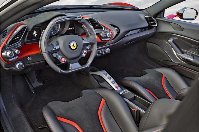 画像: インパネの基本デザインは、ベース車の488スパイダーと大きく変わらないが、素材や色はオーナーのリクエストでカスタマイズが可能だ。