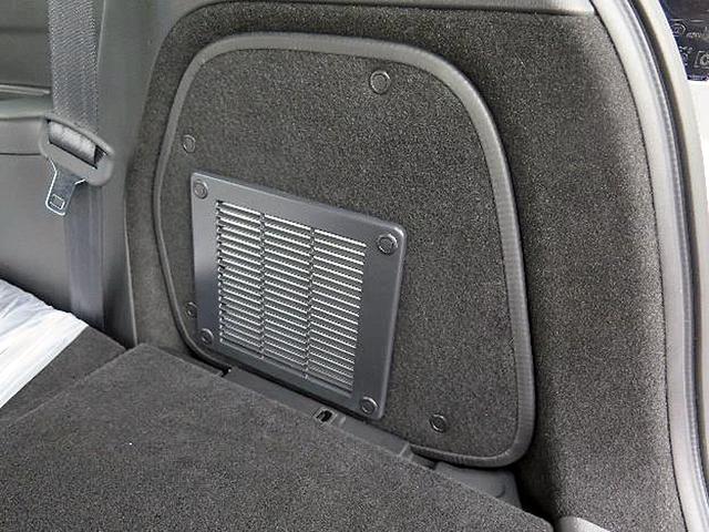 画像: 後席排気システム(リアベンチレーション)。