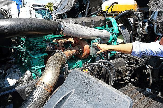 画像: 最近のエンジンにしては、排気タービン以外に補器が少なくシンプルで重心が低い。出力よりも、強力でフラットなトルク特性が特徴。