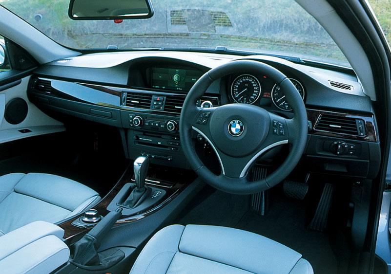 Images : 4番目の画像 - BMW 335i クーぺ、130i Mスポーツ、Z4 Mクーペ - LAWRENCE - Motorcycle x Cars + α = Your Life.