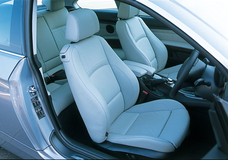 Images : 7番目の画像 - BMW 335i クーぺ、130i Mスポーツ、Z4 Mクーペ - LAWRENCE - Motorcycle x Cars + α = Your Life.