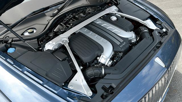 画像: W型12気筒エンジンはV型より全長が短いため理想的な重量配分を実現する。